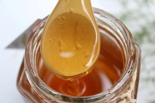 小学生喝什么蜂蜜好 喝蜂蜜水多久见效 汪氏蜂蜜店加盟 comvita康维他麦卢卡蜂蜜 蜂蜜水减肥