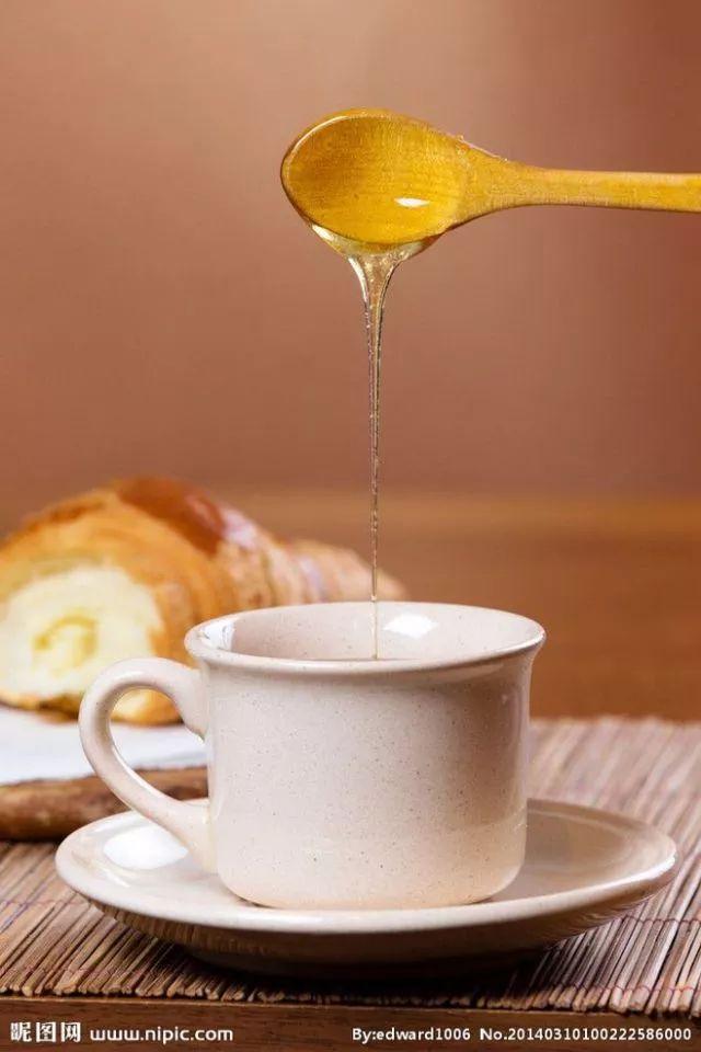 蜂蜜不能和什么东西一起吃 吃多了蜂蜜会胖么 麦当劳蜂蜜芥末酱 那个牌子蜂蜜好 蜂蜜海藻面膜怎么调