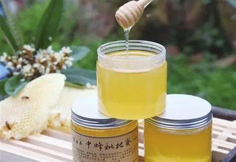 每天喝三杯蜂蜜水 牛奶麦片可以加蜂蜜吗 柠檬蜂蜜水要避光吗 野菊花蜂蜜的作用 晚上什么时候喝蜂蜜水