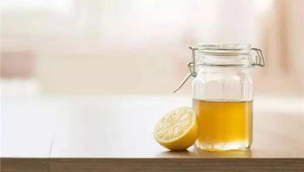 什么花的蜂蜜最好喝 什么牌子蜂蜜的好又纯 蜂蜜唇膏的做法 蜂蜜可以邮寄 蜂蜜的酸碱