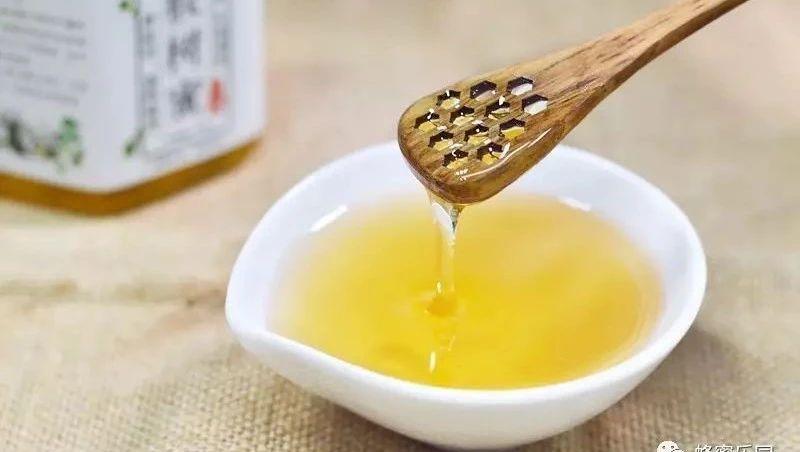 蜂蜜涂脸能美白吗 蜂蜜姜汤孕妇 蜂蜜水能放几天 专家讲蜂蜜作用的视频 蜂蜜柠檬茶哪个牌子好