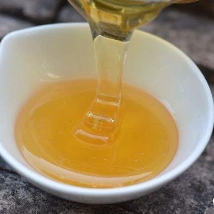 哪个季节采的蜂蜜好 蜂蜜和白醋真的能减肥吗 蜂蜜与四叶草2 蜂蜜品牌排行榜 一岁半能喝蜂蜜水