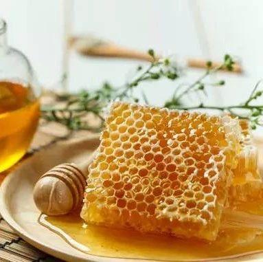 蜂蜜柠檬水的功效 洛奇影子世界的蜂蜜 中午喝蜂蜜水好吗 腹泻能喝蜂蜜吗 mh4g种蜂蜜