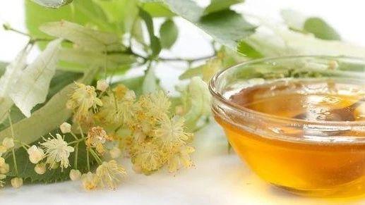 白茯苓加蜂蜜祛斑法 蜂蜜应该如何保存 沃尔玛有真蜂蜜吗 喝金银花加蜂蜜 喝酒第二天喝蜂蜜水