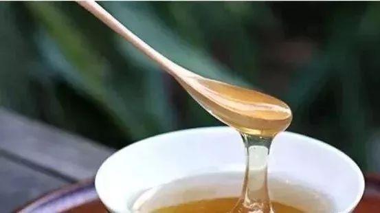 蜂蜜涂抹伤口 天喔蜂蜜柚子茶营销案例 送礼送蜂蜜好吗 为什么蜂蜜会凝结好吗 蜂蜜珍珠粉唇膜