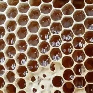红色的蜂蜜是 肚子疼可以喝蜂蜜水吗 晨跑前喝蜂蜜水 天喔蜂蜜柚子茶 蜂蜜可以兑水喝吗