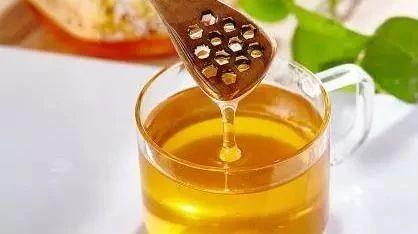 蜂蜜会肥吗 怎么鉴定蜂蜜真假 吃鲫鱼汤能喝蜂蜜吗 天麻泡蜂蜜治什么病 9度米醋和蜂蜜