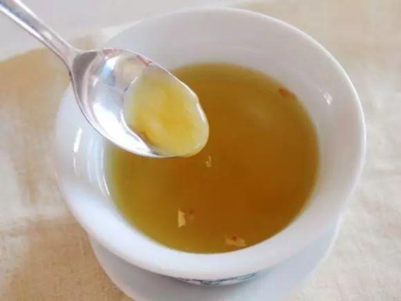 柠檬蜂蜜水祛斑吗 西红柿蜂蜜面膜功效 用蜂蜜洗脸好吗 蜂蜜加工一体机 蜂蜜能治胃病吗