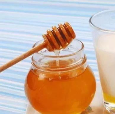 蜂蜜水减肥 关于蜜蜂的资料 喝蜂蜜柚子茶的好处 蜜蜂花粉怎么吃 蜜蜂蛋糕