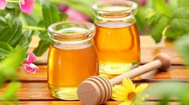 蜂蜜柚子茶减肥吗 蜂蜜对男人的好处 装蜂蜜的瓶子 蜜蜂的作用 蜜蜂简笔画