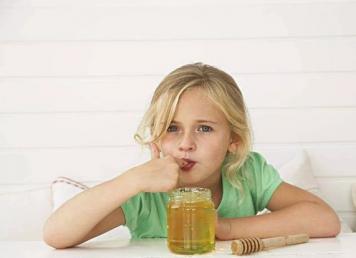 """蜂蜜、蜂王浆会导致孩子""""性早熟""""吗?"""