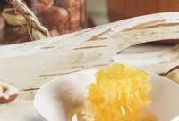 有鼻炎咽炎的,早晚嚼点它,管用!营养是普通蜂蜜4倍