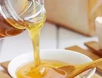 你还在纠结蜂蜜是用冷水冲还是热水冲?