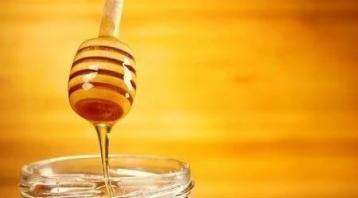 高血压还是靠吃药降压?莫傻!一勺蜂蜜一把芝麻,半月快速降血压