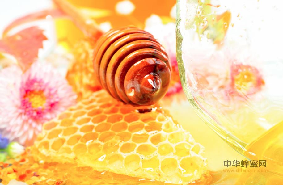 蜂蜜 杏仁 牛奶 蜂蜜食谱 蜂蜜的吃法 蜂蜜在作用