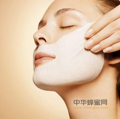 蛋清 蜂蜜 面膜 蜂蜜面膜 蜂蜜美容 蜂蜜作用与功效 润肤除皱 驻颜美容 营养增白