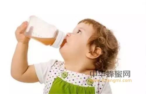 【孕妇喝蜂蜜水好吗】_喝蜂蜜导致性早熟?宝宝不能喝蜂蜜的真实原因竟然是它!