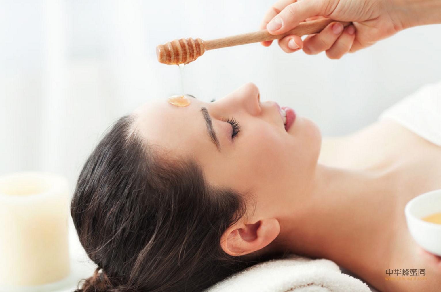 蜂蜜 功效 作用 蜂蜜美容 蜂蜜面膜 蜂蜜直接涂在脸上 蜂蜜美容方法