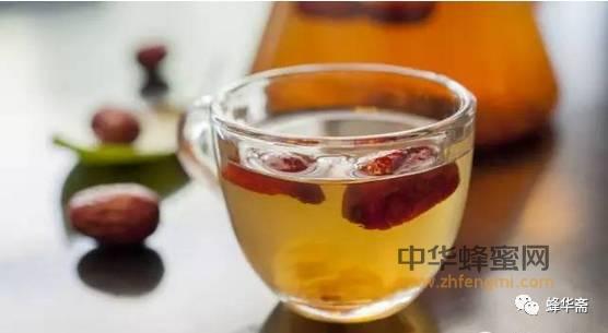 【蜂蜜加白醋的作用】_每天一杯蜂蜜水 营养健康又长寿