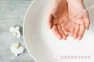 【孕妇能喝蜂蜜吗】_蜂蜜洗脸仅一周,皮肤白皙有光泽!