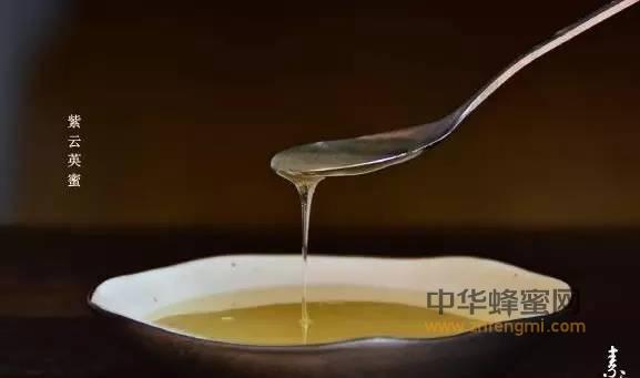 【蜂蜜的功效与作用】_中午喝一杯蜂蜜水,让你快速满血复活!