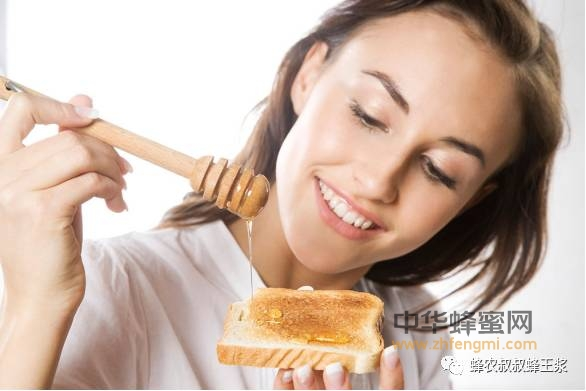 女人喝蜂蜜的好处:喝着喝着就美了
