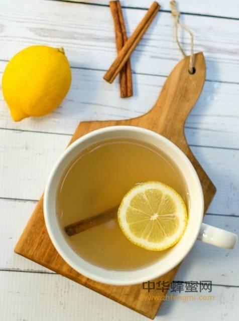 【真正土蜂蜜多少钱一斤】_加上蜂蜜,这才是柠檬水的正确泡法!