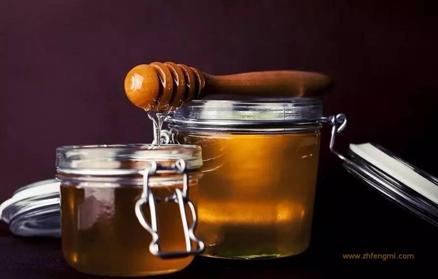 【蜂蜜柠檬水的功效】_警惕蜂蜜一大副作用,这种人千万别吃!