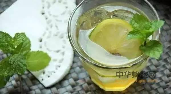 【蜂蜜与白色樱草】_秋季燥热,推荐蜂蜜的6种喝法滋阴润肺
