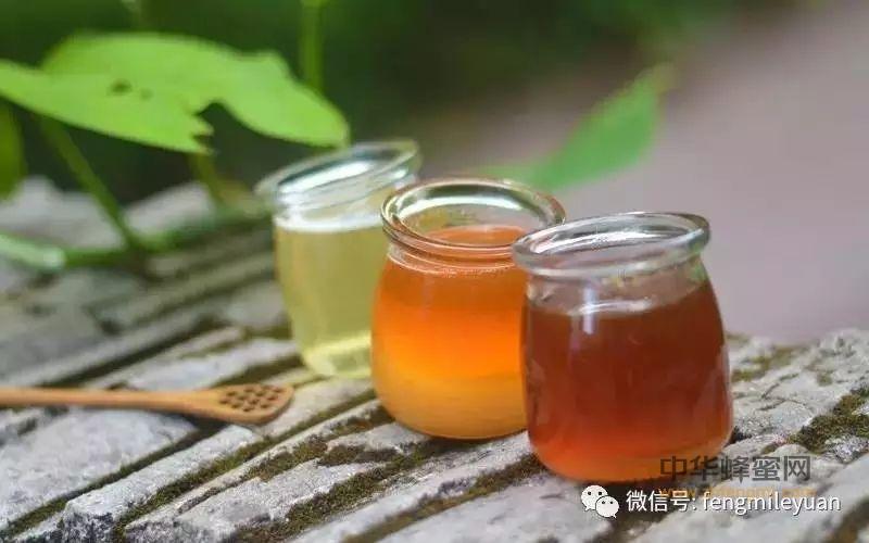 蜂蜜放久后颜色变深,还能喝吗?