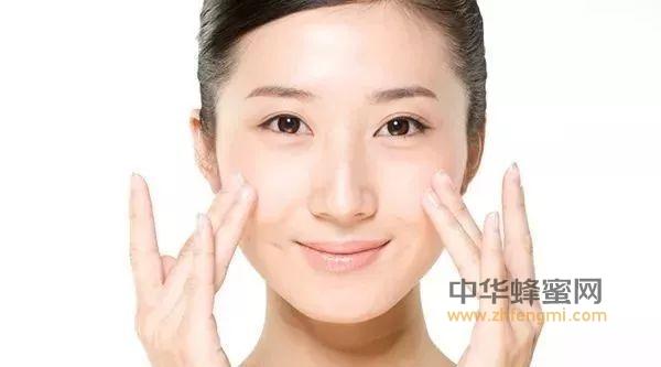 蜂蜜水洗脸的正确方法,你洗对了吗?