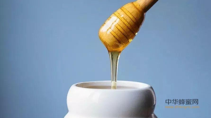 蜂蜜跟它混合后擦脸,连续7天,皮肤光滑细腻,斑点也不见了!