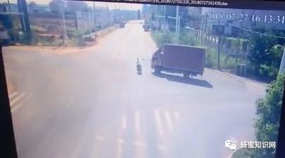 【牛奶蜂蜜面膜的作用】_7月27日,湖南某蜂农养蜂途中被货车撞,差点被碾压,至今仍在医院。