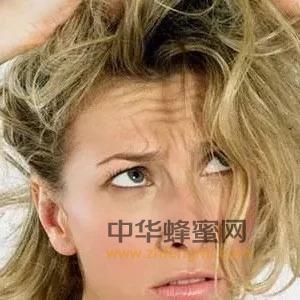 满屋子头发难清理?一根皮筋全搞定,家里一根发丝都没有