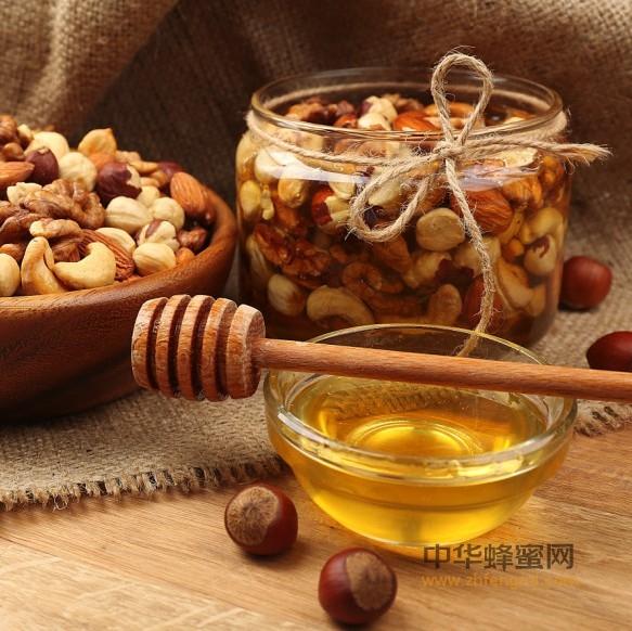 秋季健康小食:蜂蜜泡山核桃祛病延年
