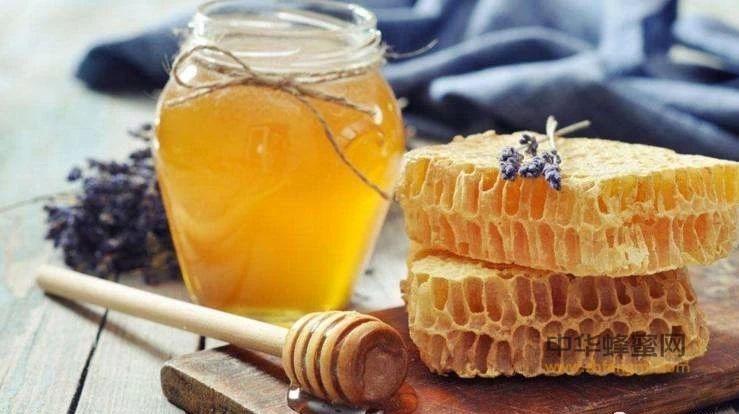 你知道用蜂蜜洗澡的好处吗?