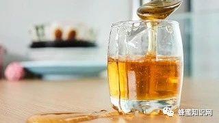 【蜂蜜喝了】_不会存储蜂蜜就是浪费,做到四点让你蜂蜜营养不流失。