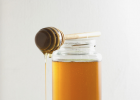 生姜蜂蜜祛斑 蜂蜜怎么美容 善良的蜜蜂 蜜蜂养殖 喝蜂蜜水的最佳时间