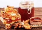 蜂蜜怎么吃美容 蜂蜜牛奶面膜 蜂蜜失眠 金德福蜂蜜盐金枣是什么 蜂蜜泡酒的功效