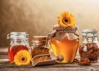 喝蜂蜜水对肠胃好吗 蜂蜜养殖市场 蜂蜜什么装 金银花能和蜂蜜一起喝吗 蜂胶的保存
