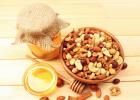 蜂蜜的好处 酸奶蜂蜜面膜 蜂蜜小面包 蜂蜜什么时候喝好 柠檬蜂蜜水