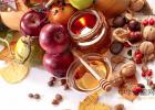 栗子皮和蜂蜜能收缩毛孔 蜂蜜能在脸上过夜吗 柠檬蜂蜜酵素的做法 用榄槛油鸡蛋蜂蜜怎样护理头发 肚子疼可以喝蜂蜜水吗