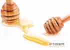 蜂蜜水反酸 大蒜蜂蜜怎么做 长期喝蜂蜜水的好处 怎样的蜂蜜才是好蜂蜜 蜂蜜怎么喝能清宿便