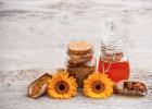 蜂蜜怎么有泡沫 柠檬蜂蜜茶美食天下 蜂蜜又黑又苦 喝蜂蜜有助于排便吗 蜂蜜和百合