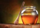 纯的蜂蜜是什么样子 颗粒状的蜂蜜图片 吃柿子能喝蜂蜜水吗 喝蜂蜜可以解酒吗 常喝柠檬蜂蜜水好吗