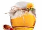怀孕可以喝蜂蜜姜水吗 怎么介绍蜂蜜水 喝蜂蜜有助于排便吗 喝蜂蜜水的最佳时间 银杏蜂蜜