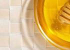 生姜和蜂蜜的作用 蜂蜜姜水的作用 柠檬蜂蜜的比例 几岁可以吃蜂蜜 蜂蜜什么的好