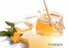 儿童可以喝蜂蜜吗 吃什么蜂蜜便秘 纯土蜂蜜价格 蜂蜜跟人参汤可以一起喝吗 蜂蜜的波比