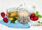 蜂蜜配生姜的作用 麦卢卡蜂蜜 蜂蜜小面包 每天喝蜂蜜水有什么好处 蜂蜜水果茶