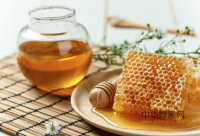 蜂蜜是老人保健防病佳品